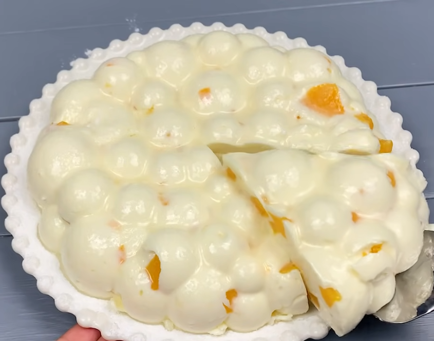 Kolač sa jogurtom, sirom i breskvama