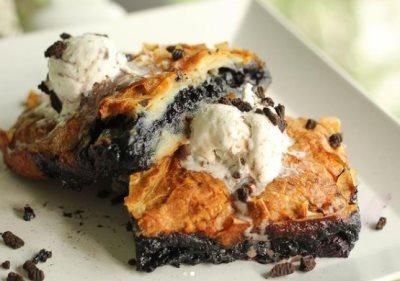 Pita od seckanih kora sa oreo keksom i borovnicama