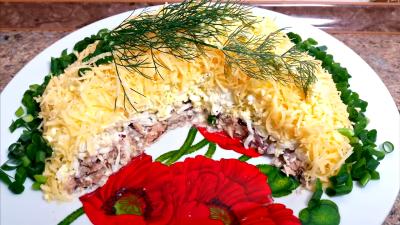 Salata sa tunjevinom i kuvanim jajima
