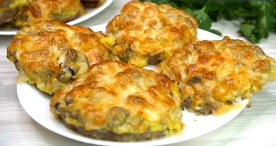 Pljeskavice sa sirom i povrćem iz rerne